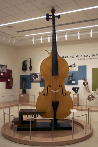 Большие и малые музыкальные инструменты со всего могут быть услышаны в Музее Музыкальных Инструментов в Финиксе благодаря системе guidePORT