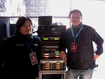 FOH инженер Дон Ло и мониторный инженер Ховард Чен
