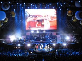 Впечатляющее открытие концерта, посвященного 30-летию Rock Records, потребовало более 30 беспроводных каналов