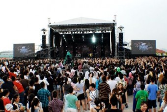 Звезды на MTV World Stage Live 2011 в Малайзии полагаются на Sennheiser