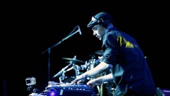 Легендарные ди-джеи QBert и DJ Fly микшируют вместе с Sennheiser