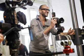Фотограф Олександр Гнедінгер знімає для Sennheiser.