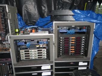 Реки, содержащие беспроводные мониторы Sennheiser ew 300 IEM G3 и беспроводные микрофоны Sennheiser 2000-й серии