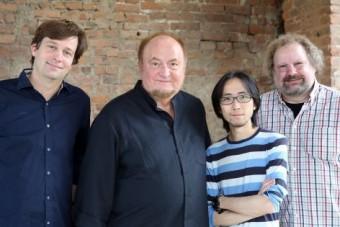 Аудио команда (слева направо): продюсер записи Якоб Гендель, Гюнтер Паулер из Stockfisch Records, ассистент записи Перси Чан и музыковед Ганс-Йорг Маукш